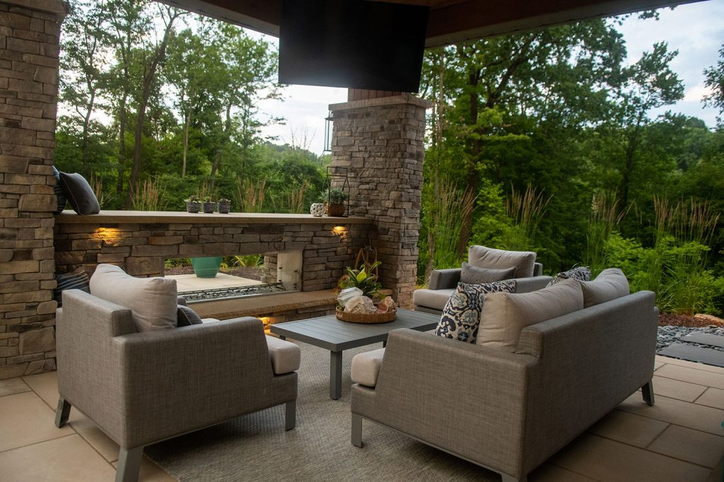 outdoor Living with Fire Pit in Moon Township